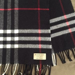 Burberry The Classic Check Cashmere Scarf unisex